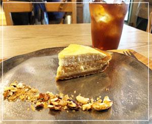 横浜元町の隅っこにあったパン屋さん「ecomo bakery」で少し休憩。