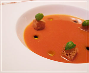 滑らかだけれどとっても「食べ応えのある」スープでした。濃厚ガスパチョ♪