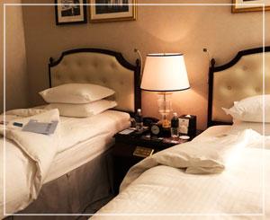 今回のお宿は、リッツカールトン。お部屋広々、シャワーブースつき。