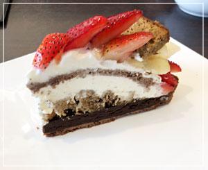 久しぶりのカフェコムサで、チョコケーキを食べました。しっかりブランデー風味。