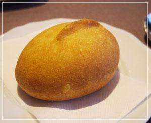 ピロシキは、つるんと丸い、可愛い形状でした。あっつあつ!