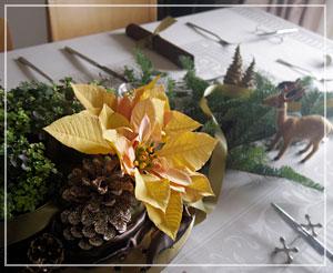 玉緒さんのお料理教室。今年のイメージは「ゴールド」だそう。
