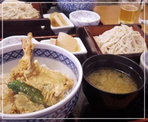 次に口にする日本蕎麦は年越しかな?「志な乃」で天丼セットを。