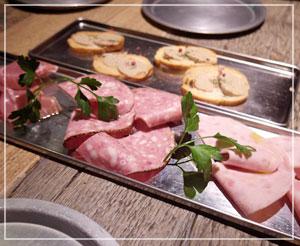 淡路町「HANGOUT」にて、お肉だらけの前菜。