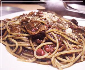 じんわり辛くて美味しかった、牛スジカレーのスパゲッティ。