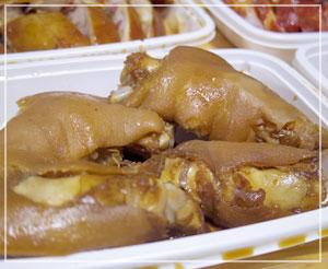 「重慶飯店」の豚足。1パック400円でした。