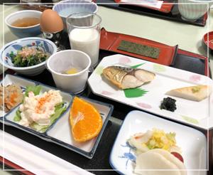 米飯が進むおかずばかりの、スキー宿の朝御飯。