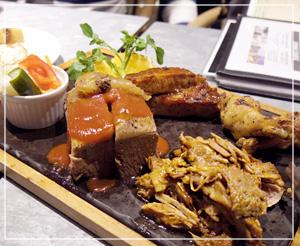 お肉もしっかり食べました。フードはそこそこお手頃価格。