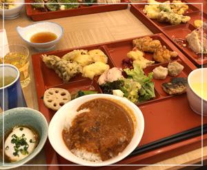 朝から天ぷらにカレーに唐揚げ。野菜もたんまり食べられる朝御飯でした。