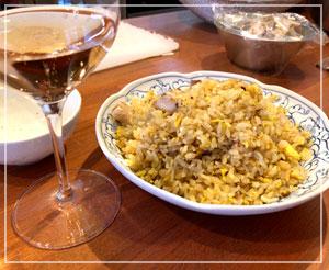 お洒落な皿に盛られただんな作の炒飯も、こうなるとよそゆきな感じ?