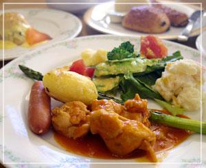 とてもお洒落な朝食ブッフェ。野菜もたっぷり。