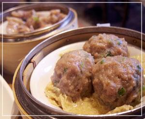 すごく陳皮風味が濃厚だった牛肉団子。スペアリブもしっかりした味付けで。