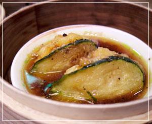 これも定番、海老すり身の野菜挟み蒸し。今日はズッキーニ。