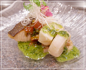 洋風な味わいの魚介と野菜の皿もおいしかったー