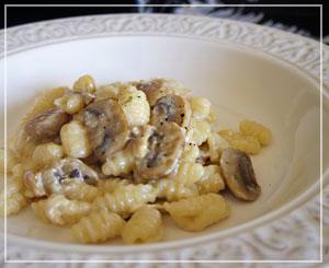いかにも郷土料理という風合いの可愛いパスタ、マッロレッドゥス。