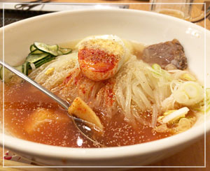 今日の冷麺は、ちょっと塩気が強かったような……?でも相変わらず美味しいです。