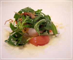 添えられたトマトとルッコラもすごく美味しかった、メヌケのグリル