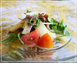 セロリと香菜の組み合わせが爽やか。生きくらげが不思議と良く似合ってました。