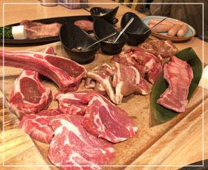 本日はジンギスカン……というか、羊焼き肉?