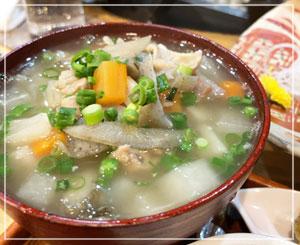 お野菜たっぷり塩もつ煮込み。柚子胡椒がお似合い!