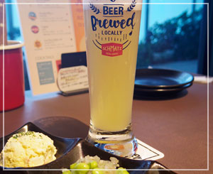 まだ夕暮れの明るさの中、ビール飲み飲み。季節ビール美味しかったー。