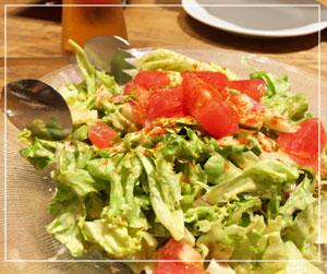神谷町LAVAROCKでお肉食べ放題。最初にサラダを。