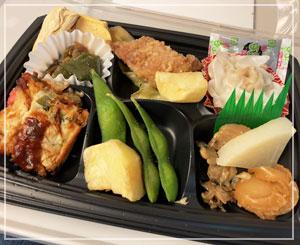 車内での昼御飯は、昨日発売の「東海道新幹線おつまみセット」で。